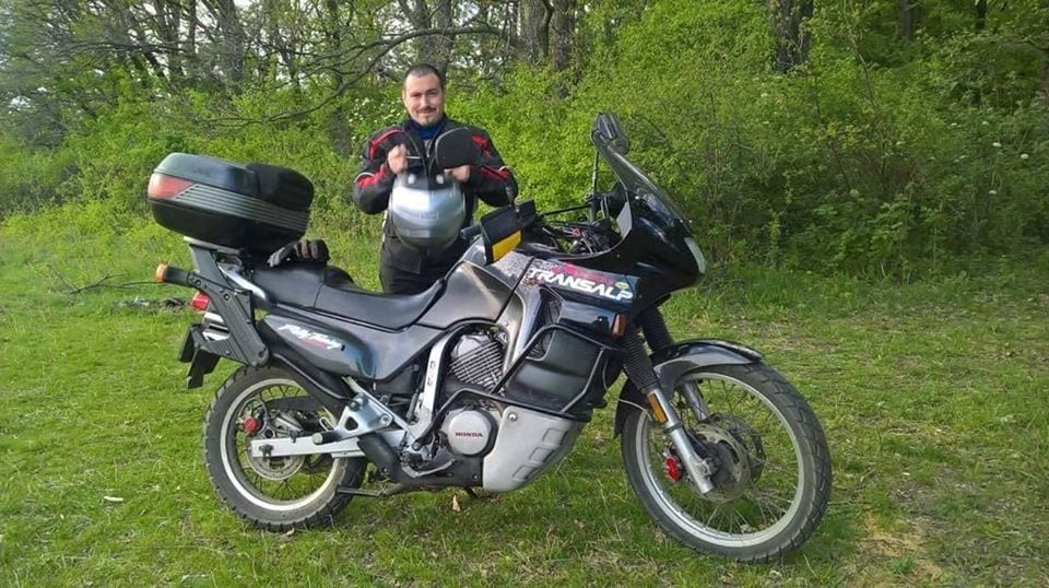 Alexandru an electromechanical engineer, Alexandru loves the mountain in any season. Be it riding the motorbike on the narrow mountain roads or hiking and skiing, the mountain has always been his passion.